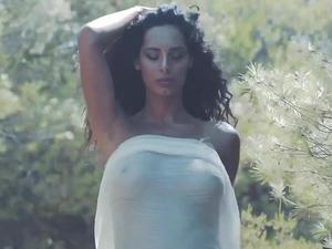 Raffaella-Modugno-Topless-Calendar-z7bdv62kxh.jpg