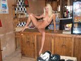 http://img18127.imagevenue.com/loc824/th_48074_judit2217_122_824lo.jpg